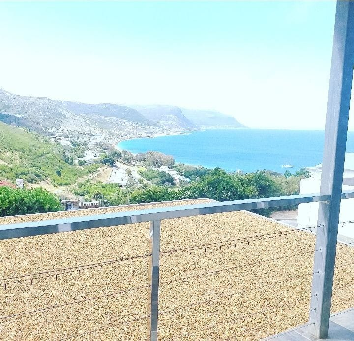 Simonstown paradise with awe-inspiring views.