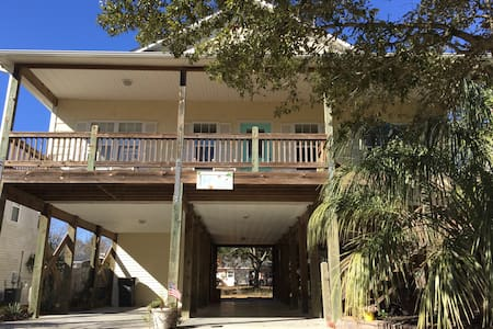 Bright, open, and airy- close to the beach and ICW - Oak Island - Huis