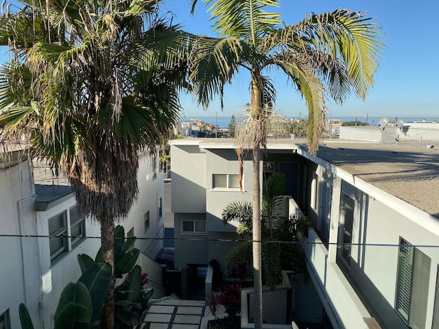 Ocean/Sand View balcony fully furnished modern apt