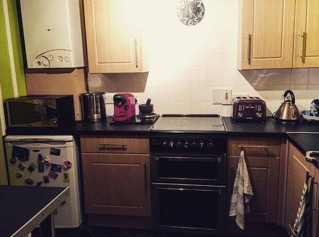 Lovely double bedroom near the city centre - Glasgow - Lejlighed