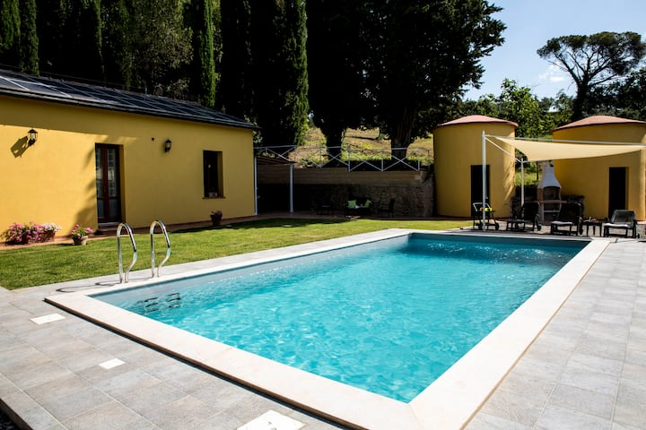 PRIVATE TUSCAN VILLA WITH HEATED SWIMMING POOL
