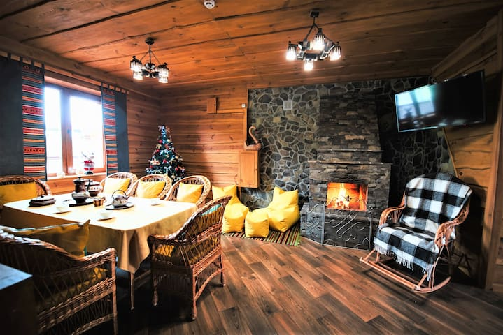 RedWoodHouse with fireplace, sauna, swimming pool