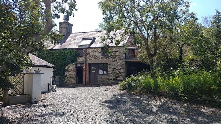 17th Century Cottage Snowdonia, Mawddach, Sleeps 4