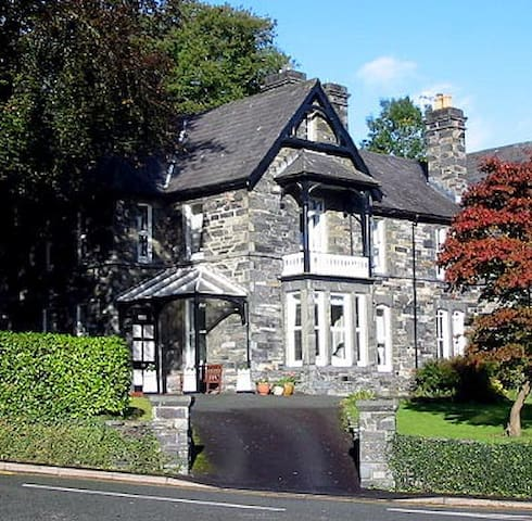 Mary's Court Apartment - Betws-y-Coed - Wohnung