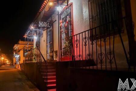 Siente la Magia de Tapijulapa MX, Hotel Clavellina