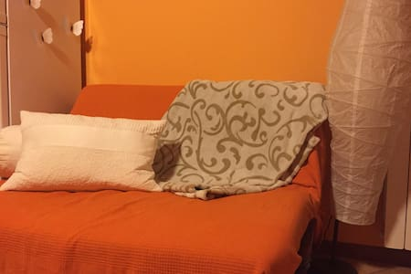 Pratico divano-letto in moderno app - Magenta