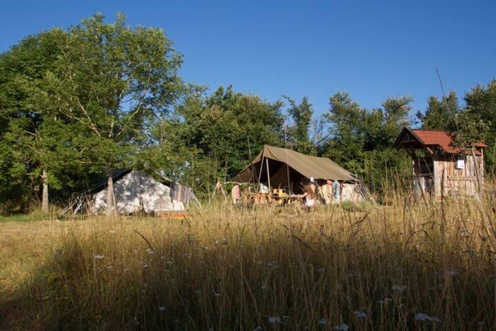 Nature, calme, confort dans une tente meublée