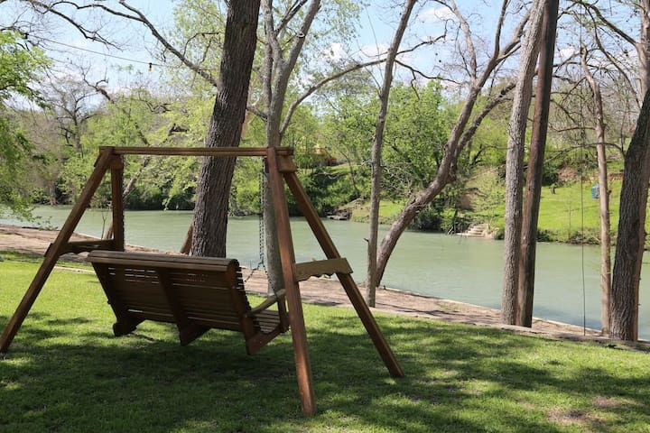 Retreat Home on Guadalupe River! - Seguin - House