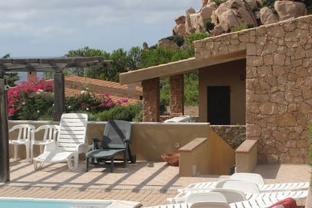 Villa Sole 1: 3 rooms in a large house with pool - Costa Paradiso - Διαμέρισμα