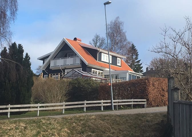 Family house close to city and airport