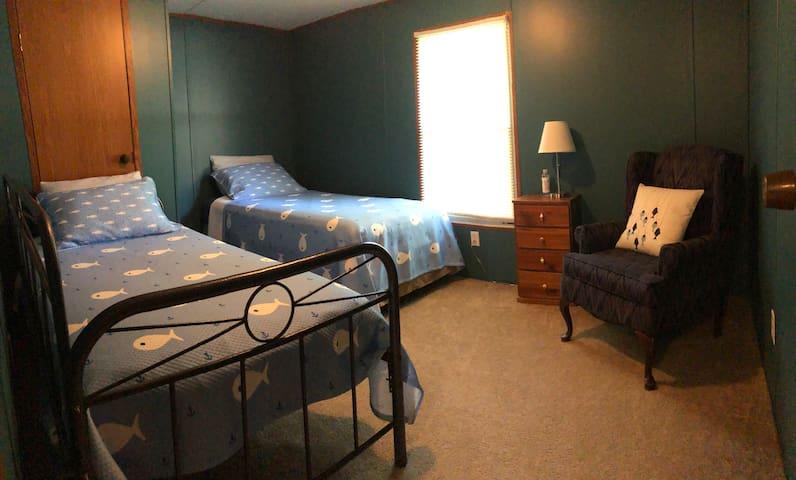 2nd Bedroom  2 Twin Beds