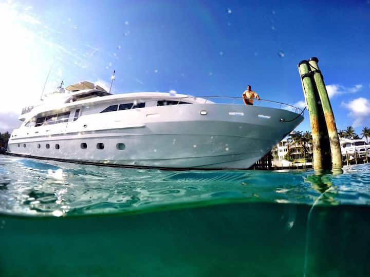 Carpe Diem - 95' private yacht (Nassau, Bahamas)