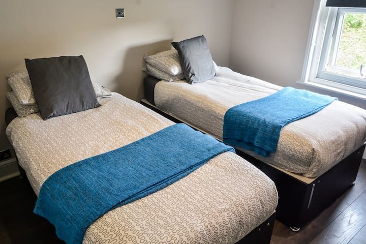 Room J - B&B - Near Southampton City Centre