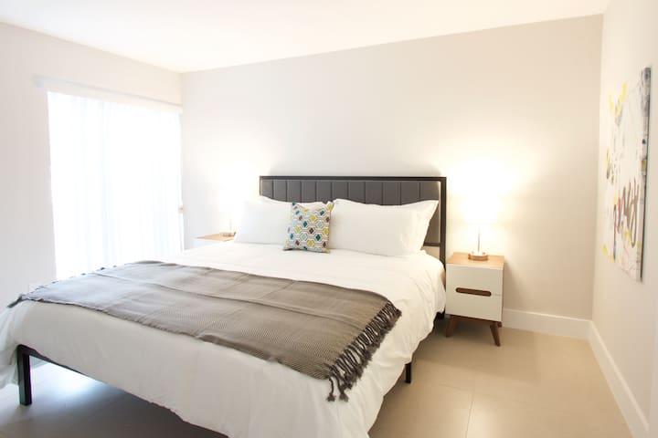 Designer One Bedroom Apartment- Sleeps (6) - A