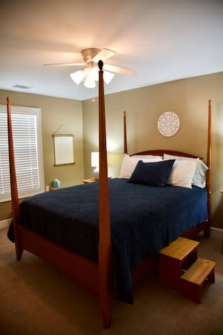 The larger bedroom boasts a beautiful four-poster bed which has new linens from Lands End.