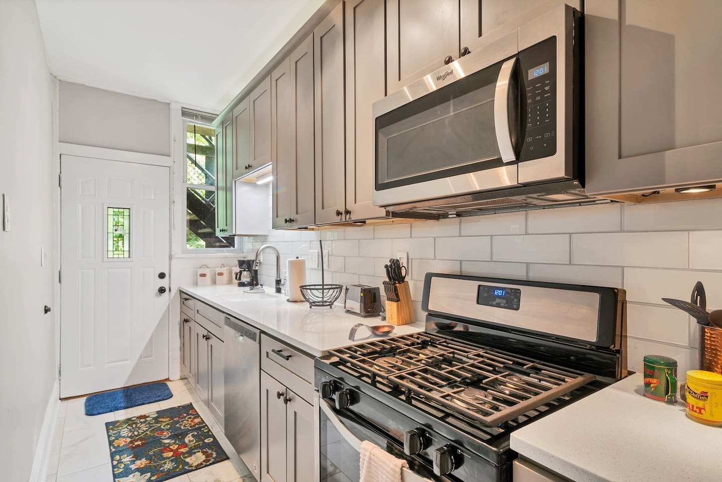 Beautiful kitchen with new stainless steel appliances, quartz countertop, full size refrigerator, dishwasher and all the kitchen equipment to make meals!