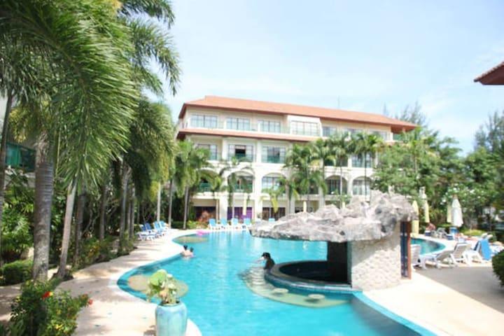 Luxury Pool View Apartment 300m to beach sleeps 7