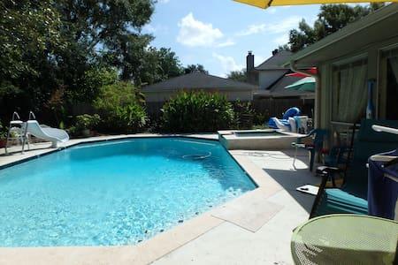 Relaxing Pool in NASA Area - Houston - Casa