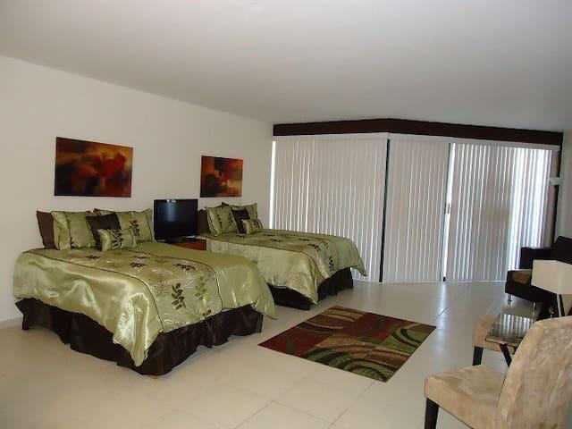 Beach Condo, great views, pool, spa - San Carlos - Apartment