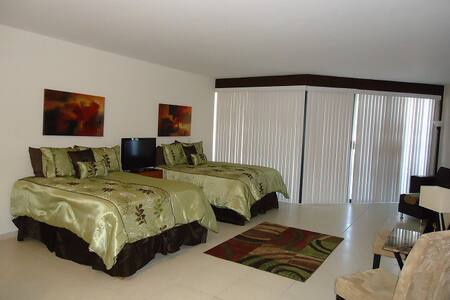 Beach Condo, great views, pool, spa - San Carlos