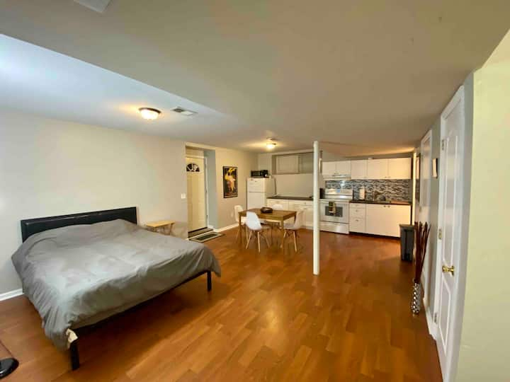 ★ PRIVATE NYC STUDIO★STEPS FROM TRAIN★QUEEN BED★