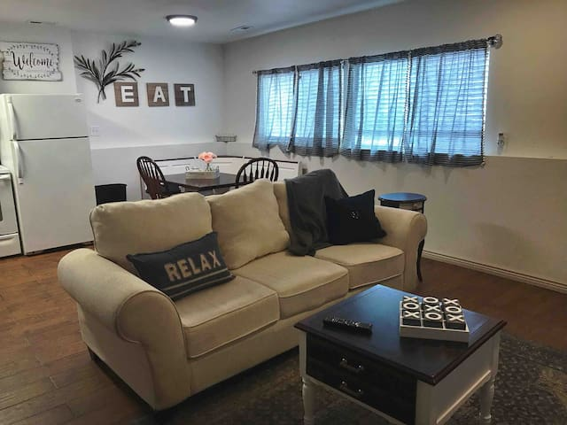 Remodeled apartment close to the airport.