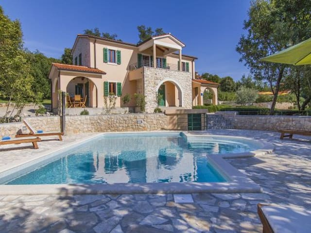Lovely decorated villa Maggie with shared pool