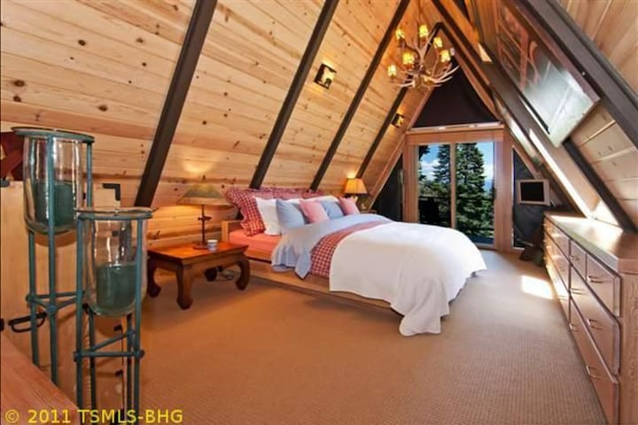 Sky-High Cabin - Ultimate Privacy w/ Hot Tub!