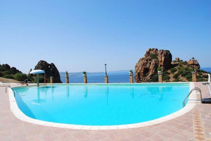PRETTY LITTLE HOUSE (con piscina e wi-fi)