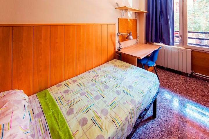 Private Rooms Near Camp Nou