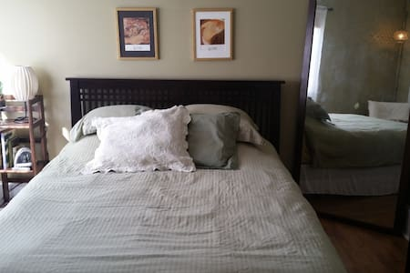 Guest Room in Cozy Garden Cottage - 哈里森堡(Harrisonburg) - 獨棟