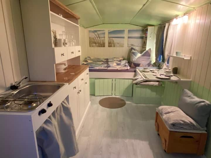 Nostalgi trifft modern Tinihouse Bauwagen Urlaub