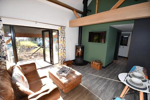 Secluded studio annex, dog friendly, Wiltshire