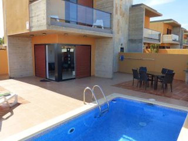 4 Bedroom Villa with Private Pool and WIFI