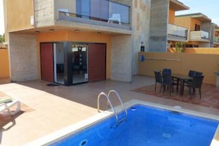 """Las Claudias"" 4 BR Villa, Private Pool, WIFI, VV"