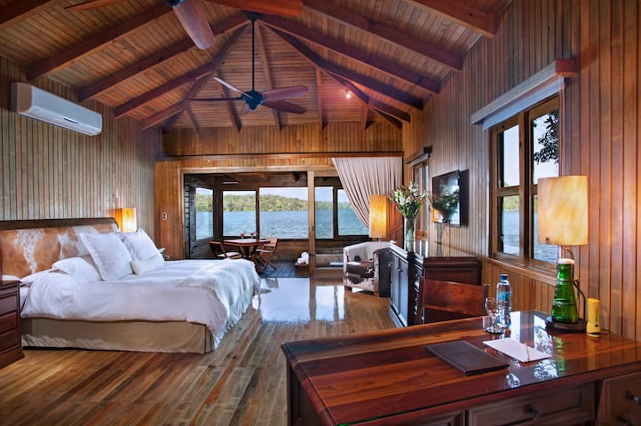 WATERFRONT SUITE IN THE HEART OF THE MAYA WORLD