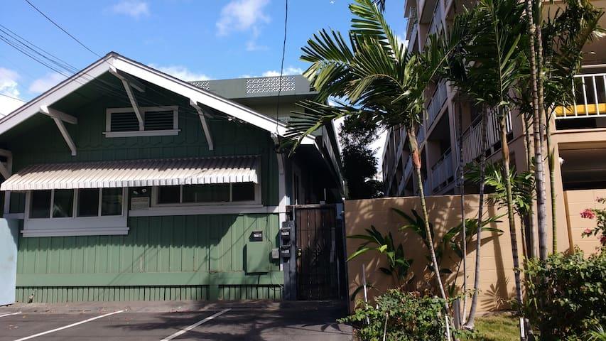 Private entrance house near Waikiki Beach の予約