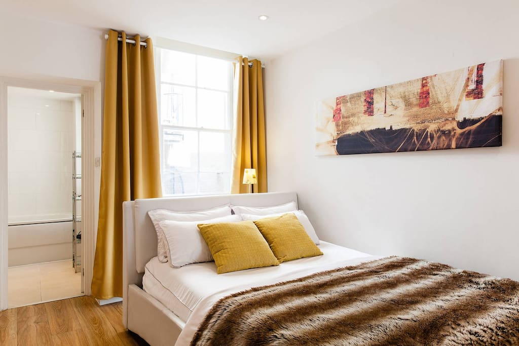 Indulge yourself in this bright bedroom with king-sized bed plus a sofa bed!