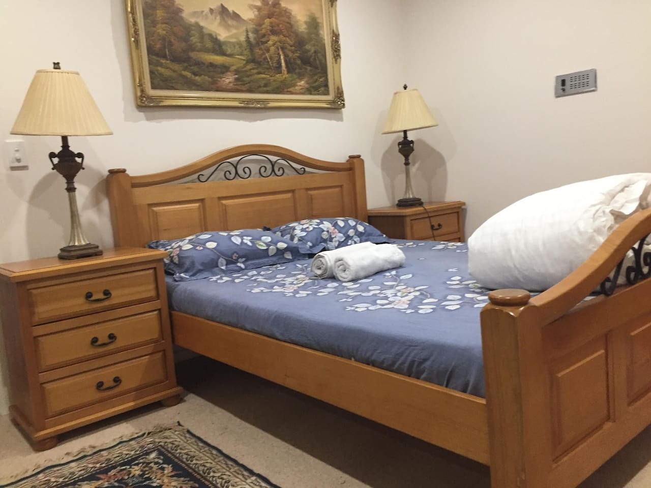 Queen bedroom suite facing a huge window, plenty of sunlight, fresh air if you decide to pull curtains. Clean and quality beddings, bedside lamps for a bit of mystery or if decide to meditate.