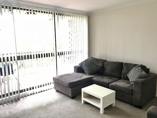 Double room in friendly 3 bed apartment
