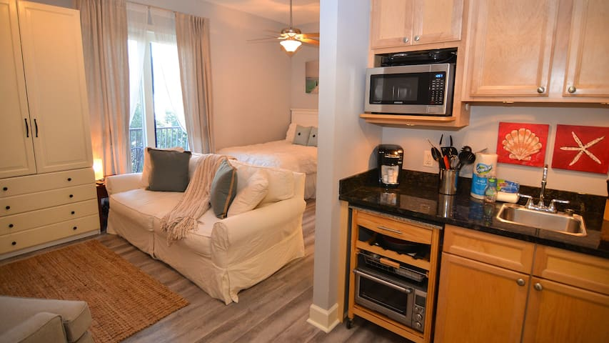 Newly decorated unit w/balcony near Rosemary Beach