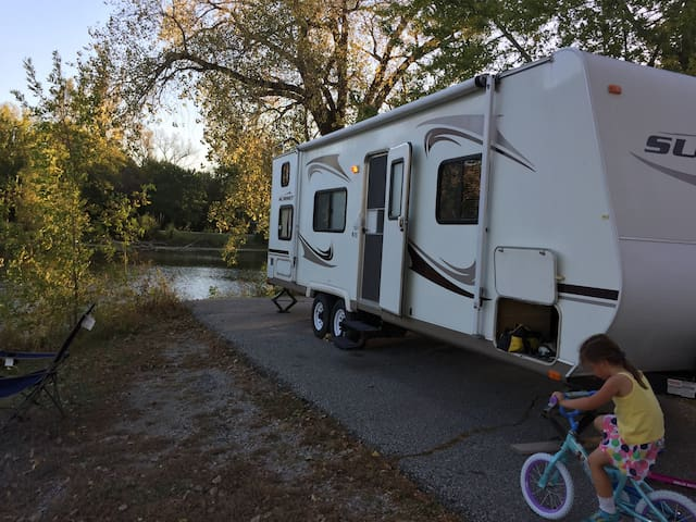 Mobile comfort in a roomy camper - Papillion - Camper/RV