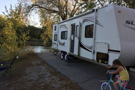 Mobile comfort in a roomy camper - Papillion - Campingvogn