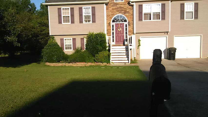 Spacious Subdivision Getaway From City Life - Powder Springs