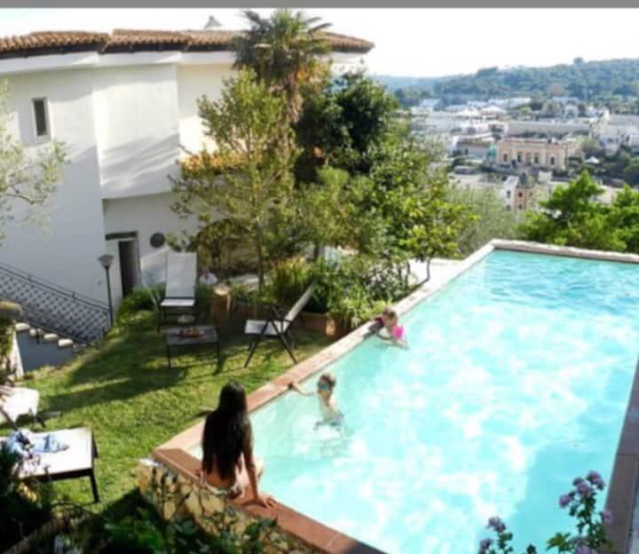 Villa Panoramica con piscina a Castro