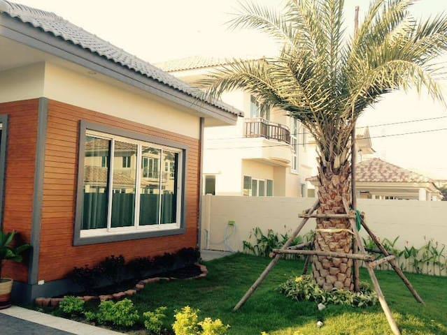 Cottage wtih garden/บ้านเดี่ยวในสวน