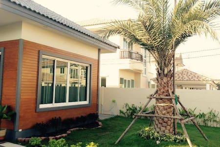 Cottage wtih garden/บ้านเดี่ยวในสวน - House