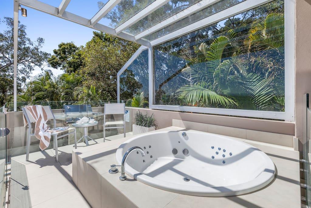 Balcony spa bath