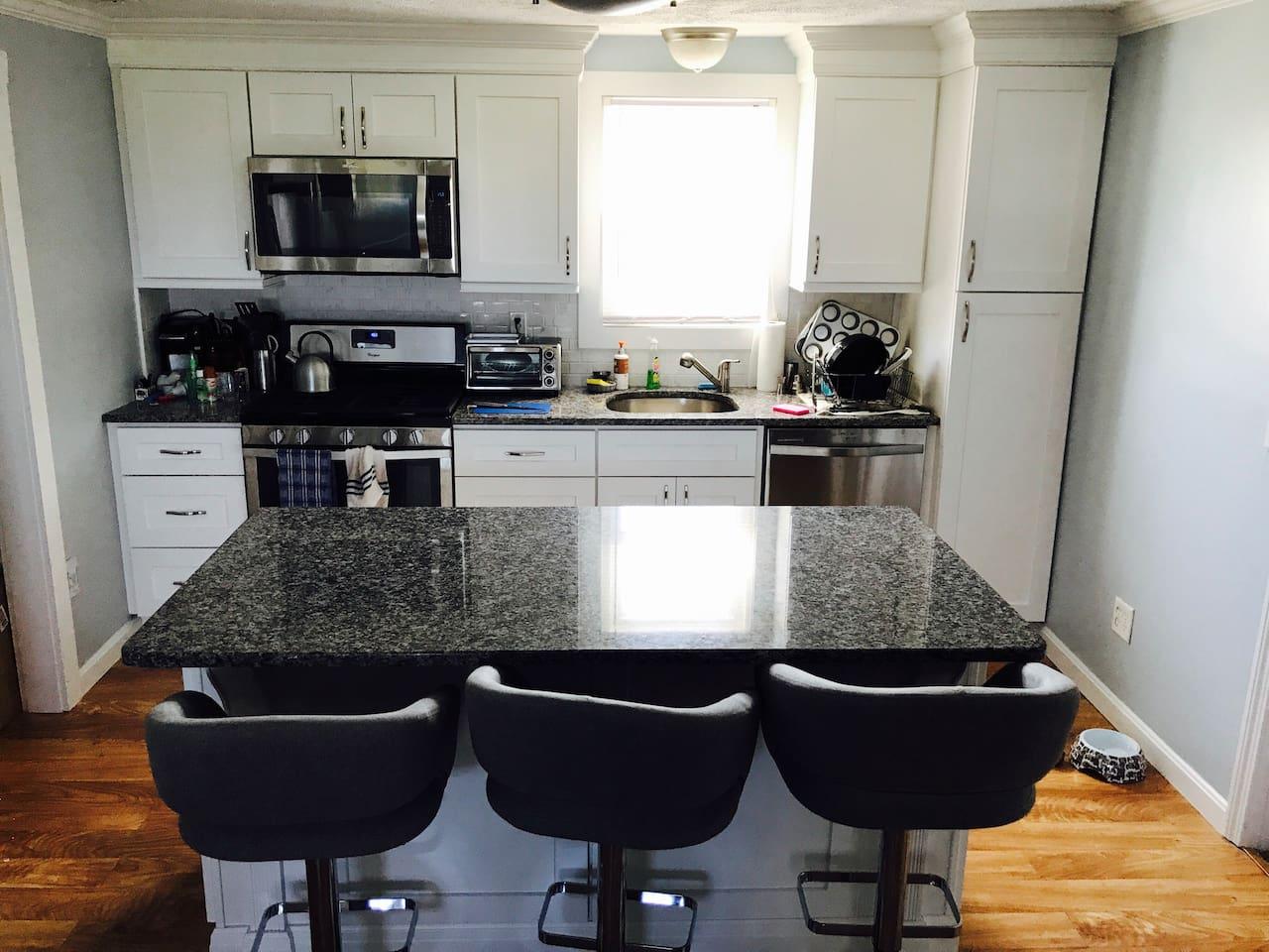 Kitchen, Island and Barstools 8/9