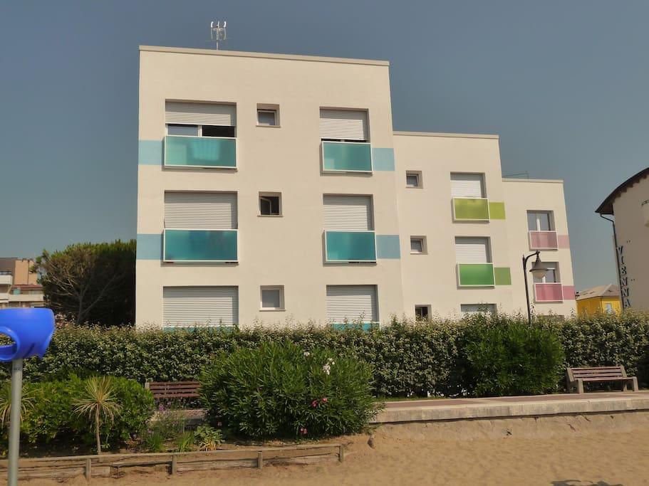 Il residence visto dalla spiaggia.